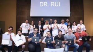 Estudantes da PUCPR recebem premiação em etapa local do Global Legal Hackaton.