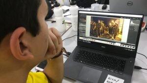 estudante-editando-foto-para-ser-publicada-em-redes-sociais-do-projeto-rondon