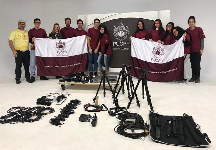 estudantes-do-projeto-rondon-exibem-bandeira-da-pucpr