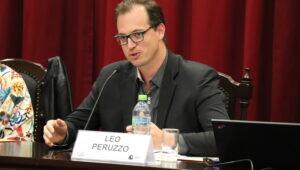 Professor PUCPR conferência internacional