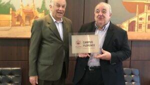 Prefeito de Curitiba visita PUCPR