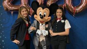 Estudantes da PUCPR trabalharam na Disney e usaram a oportunidade para ver na prática conceitos trabalhados na graduação