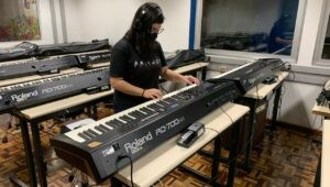 curso-de-musica-empresta-equipamentos-para-estudantes