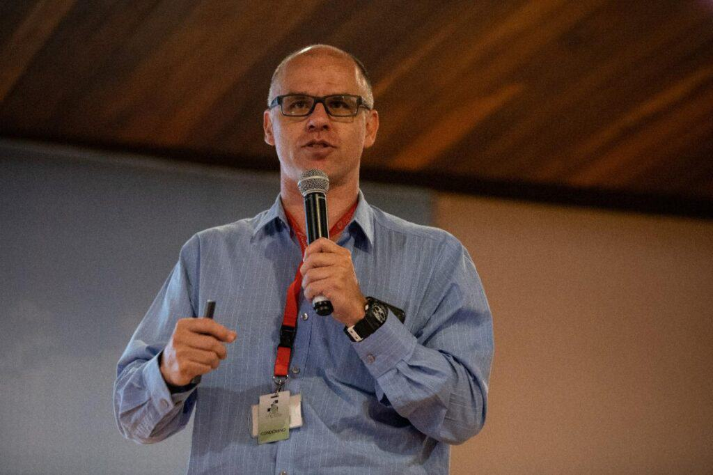 Kotze; professor de medicina; IOIBD
