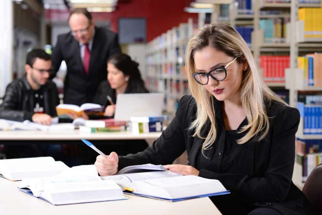 pós-graduação em direito; pós-graduação; especialização; direito; governança e compliance