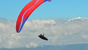 estudantes-de-administracao-internacional-paraglider-sol